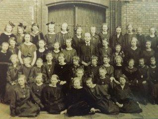 Serie Historische Fotografie Maedchen Schulklasse 1924