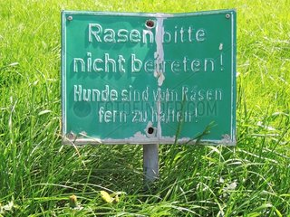 Schild Rasen nicht betreten