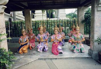 Thailand  Bangkok  Tempeltaenzerinnen