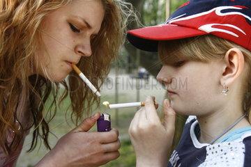 Kinder beim Rauchen