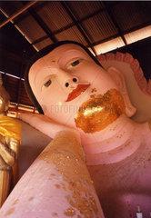 grosser liegender Buddha