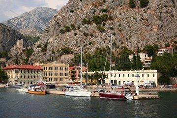 Kroatien  Mittel-Dalmatien  Stadthafen Omis