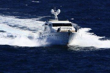 Kroatien  Mittel-Dalmatien  Motorboot im Archipel