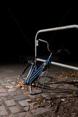 Berlin  Deutschland  besitzloses  gepluendertes Fahrrad