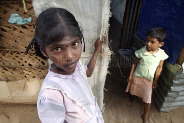 Batticaloa  Sri Lanka  Maedchen in einem Fluechtlingslager