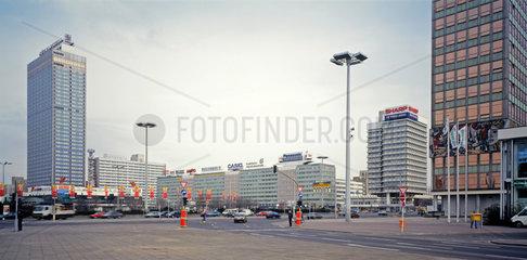 Berlin  Deutschland  Blick ueber den Alexanderplatz