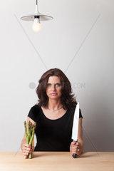 Frau mit einem Messer