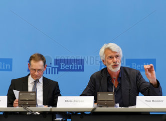 Berlin  Deutschland  Chris Decron (r.) und Berlins Buergermeister Michael Mueller