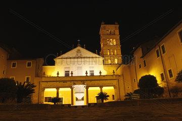 Hof der Santa Cecilia Kirche in Rom