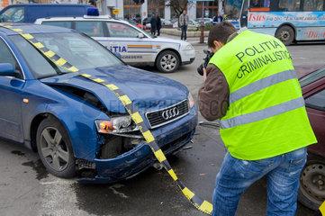 Oradea  Rumaenien  ein Autounfall wird dokumentiert