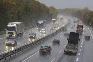 Verkehr auf der Autobahn A1 zwischen Muenster und Osnabrueck