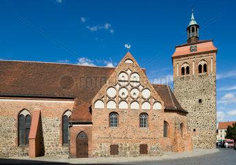 Luckenwalde  Deutschland  der Marktturm und die St.Johanniskirche in Luckenwalde