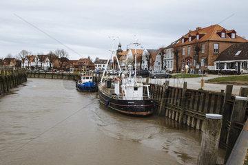 Ebbe und Flut im Hafen von Toenning