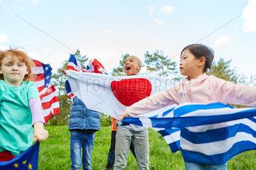 Nationalflaggen als Symbol der Zusammenarbeit