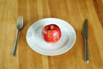 Berlin  Deutschland  Apfel auf einem Teller