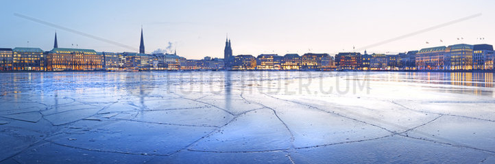Ausblick ueber die Binnenalster  Hamburg  Deutschland  Europa