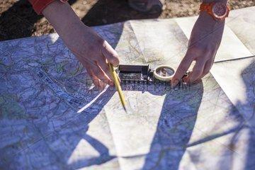 Navigationsuebungen mit Karte und Kompass