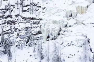 vereiste Wasserfaelle  Korouoma Naturreservat  Finnland
