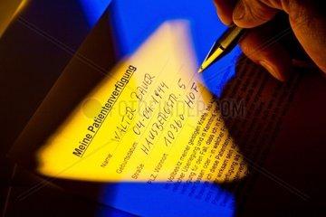 Eine Patientenverfuegung wird von einem Patienten geschrieben