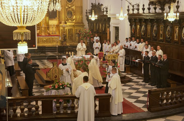 Warschau  Polen  Gottesdienst in der Heilig-Kreuz-Basilika
