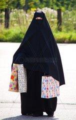 Symbolfoto Islam Muslimische mit Burka ist verschleiert