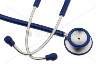 das Stetoskop eines Arztes liegt auf einem weissueen Hintergrund