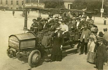 Muenchner Stadtrundfahrt  Touristen  1909