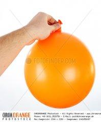 Ballon in der Hand eines Mannes isoliert