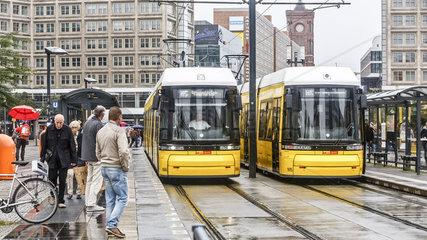 Strassenbahn der BVG auf dem Berliner Alexanderplatz