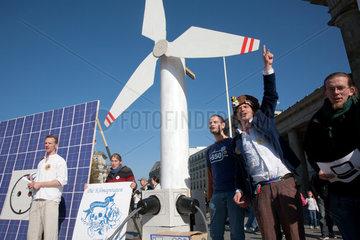Berlin  Deutschland  die Klimapiraten protestieren fuer erneuerbare Energie