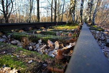 Berlin  Deutschland  altes Gleisbett im Landschaftspark Schoeneberg