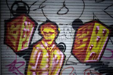 Berlin  Deutschland  Graffiti auf eiem Rolladen
