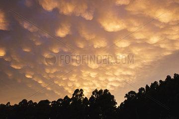 Tranquil cloudscape at dusk