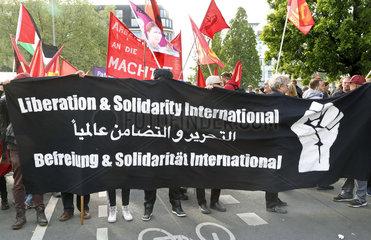 revolutionaere 1. Mai - Demonstration in Berlin-Kreuzberg