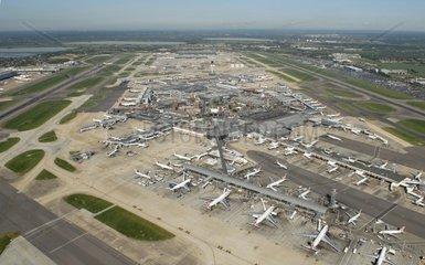 Antenne  Terminals 1  2 und 3  Queens Building  Flughafen Heathrow  London  England