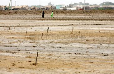 Ktebanda  Pakistan  vom Hochwasser weggeschwemmte Haeuser