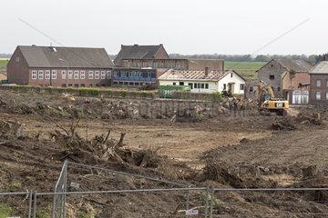 Verlassene Stadt Pesch neben dem Braunkohletagebau Garzweiler  Nordrhein-Westfalen  Deutschland  Europa