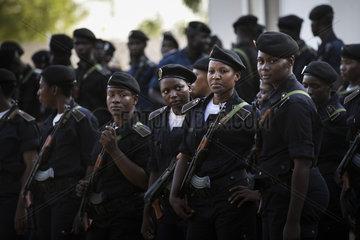 Polizistinnen an einer Polizeischule in Mali