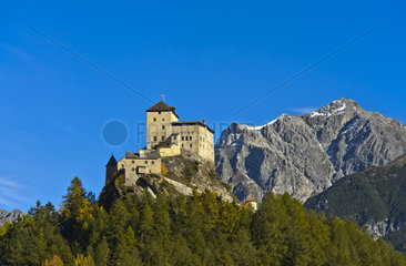 Schloss Tarasp  Tarasp  Gemeinde Scuol  Unterengadin  Graubuenden  Schweiz