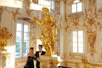 Sankt Petersburg  Russland  Treppenaufgang im Palast von Peterhof