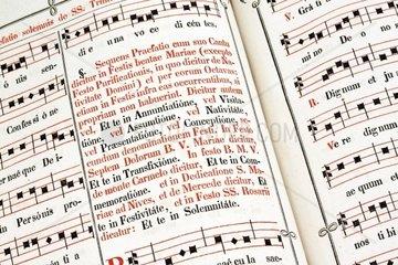Messbuch und Liederbuch eines Priesters in lateinischer Sprache