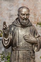 Statue des heiligen Pater Pios in Vico del Gargano