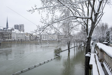 FRANCE - PARIS - UNDER SNOW 2018