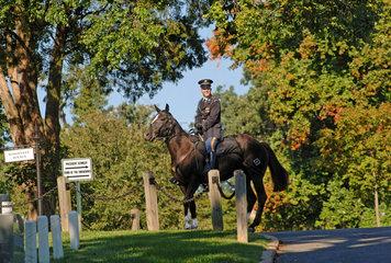 Arlington  USA  berittener Soldat auf dem Nationalfriedhof Arlington
