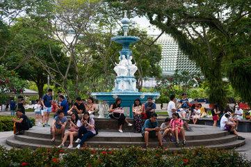 Singapur  Republik Singapur  Menschen spielen Pokemon Go