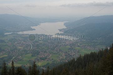 Rottach-Egern  Deutschland  Blick vom Wallberg hinunter zum Tegernsee