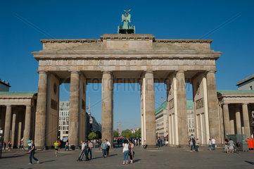 Berlin  Deutschland  Menschen am Brandenburger Tor