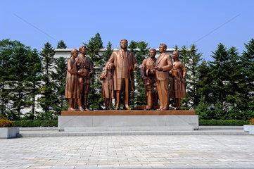 Pjoengjang  Nordkorea  Figurengruppe mit Kim Il-Sung bei den Filmstudios