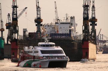 Hamburg  Deutschland  Katamaran-Faehre vor der Werft Blohm & Voss