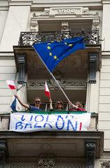 Warschau  Polen  Demonstration eines ueberparteilichen Oppositionsbuendnises fuer die Rettung der polnischen Demokratie